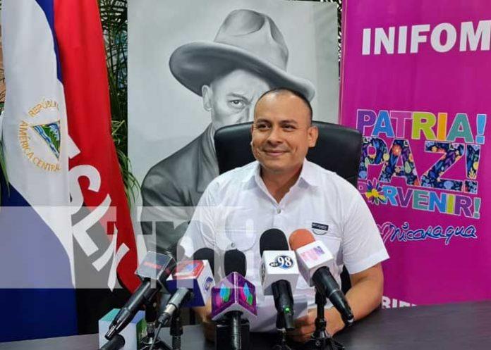 Iván Lacayo, director de INIFOM, informando sobre proyectos de progreso