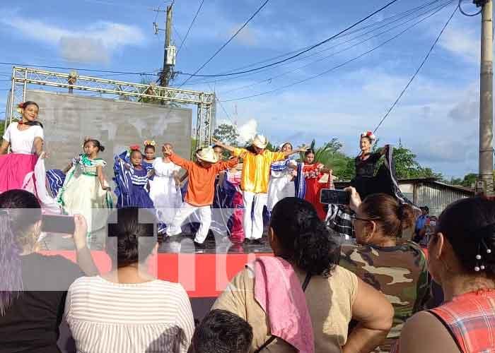 Familias reunidas en Río San Juan con actos culturales por el 42/19
