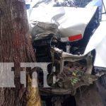 Foto: Hombre en estado delicado al colisionar su vehículo en un árbol en Rivas / TN8