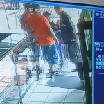 Momentos del robo de un celular en Masaya