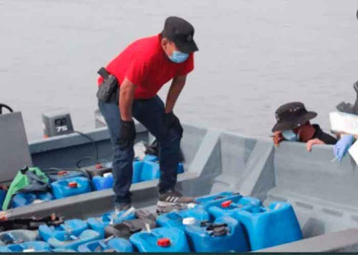La Fuerza Naval de El Salvador en operaciones interceptaron en las costas salvadoreña una embarcación con grandes cantidad de drogas.
