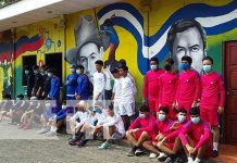 Entrega de uniformes para jóvenes que hagan deporte en Nicaragua
