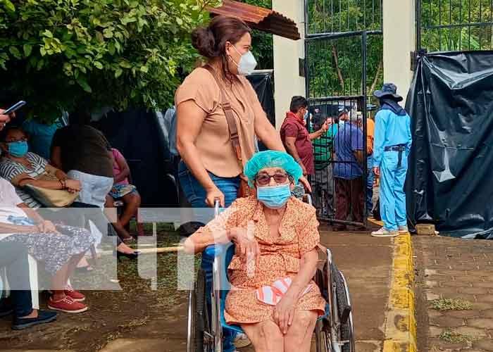 Población recibiendo vacuna ante el Covid 19