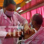 Vacunación contra el COVID-19 en un centro hospitalario de Nicaragua