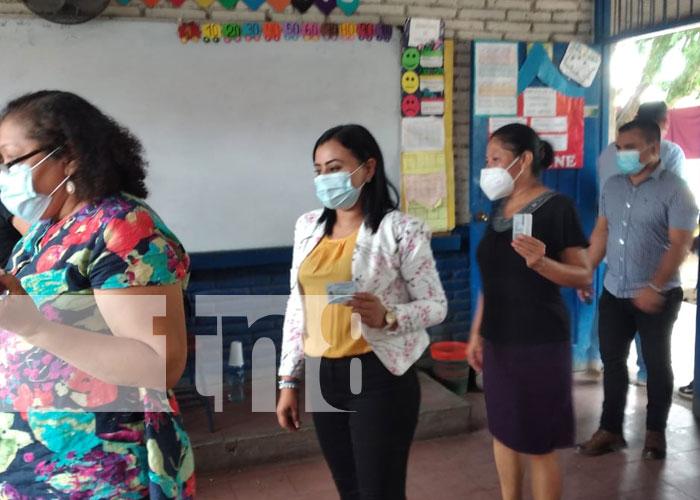 Foto: Habitantes de Tipitapa asisten al proceso de verificación / TN8