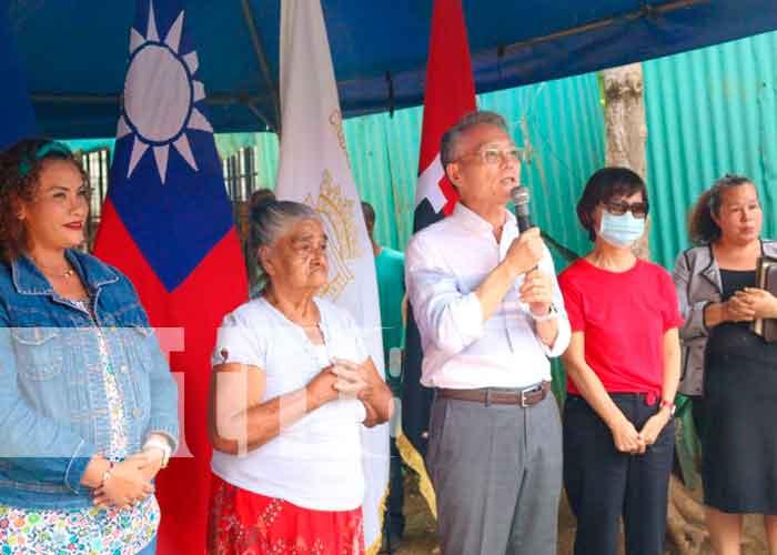 Doña Gloria Margarita López, la Alcaldesa y el Embajador de Taiwán