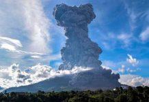 Volcán Sinabung de Indonesia entra en erupción