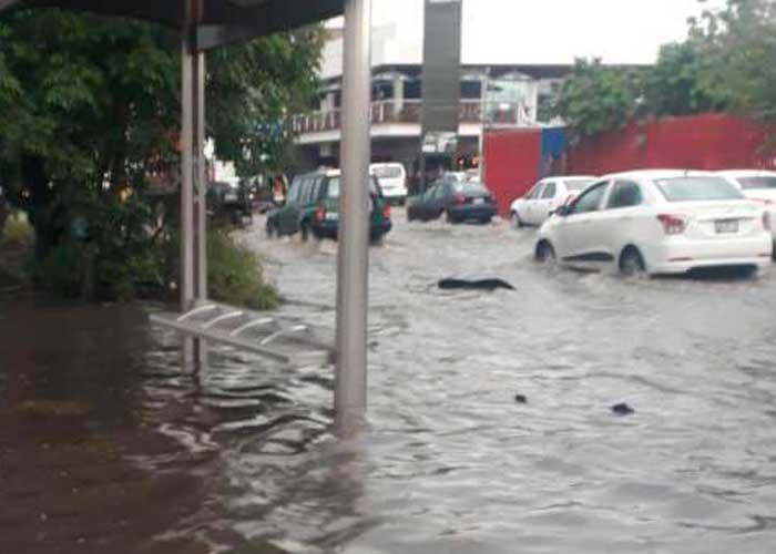 Rescatan a víctimas de inundaciones en Zapopan, México   TN8.tv Nicaragua