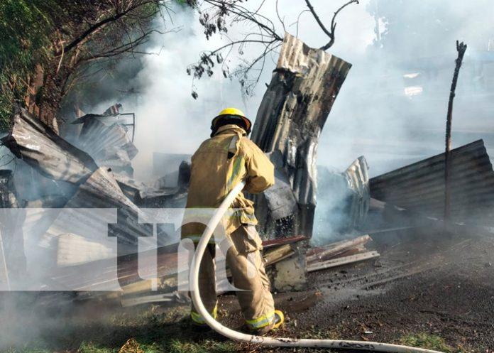 Voraz incendio reduce a cenizas a humilde vivienda