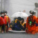 Personas que han sido trasladadas por las lluvias torrenciales en Japón