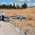 Al menos 14 muertos y 18 heridos al volcarse un autobús en Turquía