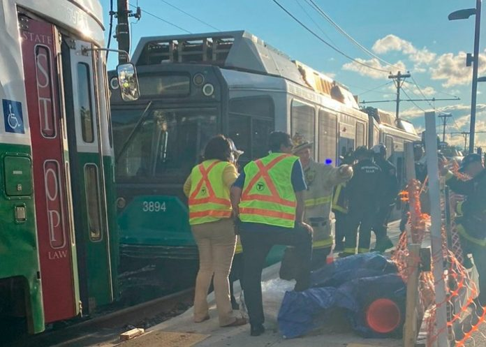Al menos 25 personas resultaron lesionadas este viernes después de que dos trenes ligeros chocaran en la ciudad de Boston