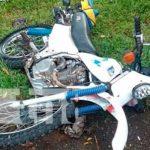 Motocicleta en accidente de tránsito que cobró una vida en Río San Juan
