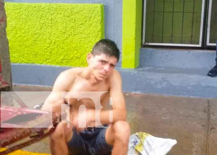 """Chavalo """"endemoniado"""" agrede a un anciano y una mujer en Jinotepe"""