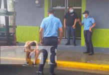 """Chavalo """"endemoniado"""" agrede a un anciano y una mujer en Jinotepe / FOTO / TN8"""