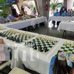 Martín Guevara se enfrenta a 50 personas en simultánea de ajedrez