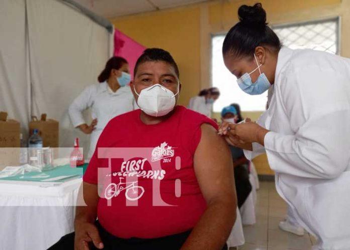 Foto: Aplican la vacuna AstraZeneca en Río San Juan / TN8
