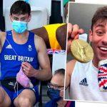 Tom Daley se vuelve tendencia por tejer en final olímpica en Tokio