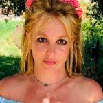 Britney se quita el sostén y posa de manera atrevida en Instagram