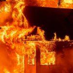 Foto: Gran incendio destruye cerca de 900 viviendas en California / AP