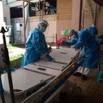 Desinfección de camillas en el Hospital San Juan de Dios