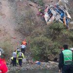 Despiste de bus que se estrelló y cayó a barranco deja 21 muertos en Perú