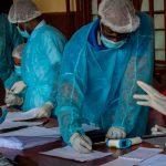 Contagio por el virus del Ébola.