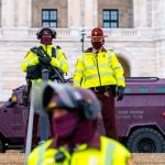 Base militar en Washington cerrada tras reportes de un hombre posiblemente armado
