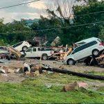 Carros dañados por severas inundaciones al sur de EE.UU.