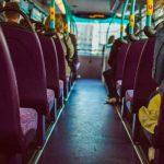 """Niegan a joven subir al bus en España por llevar """"atrevido escote"""""""