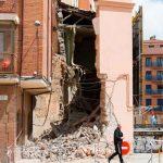 Fachada de un edificio derrumbada