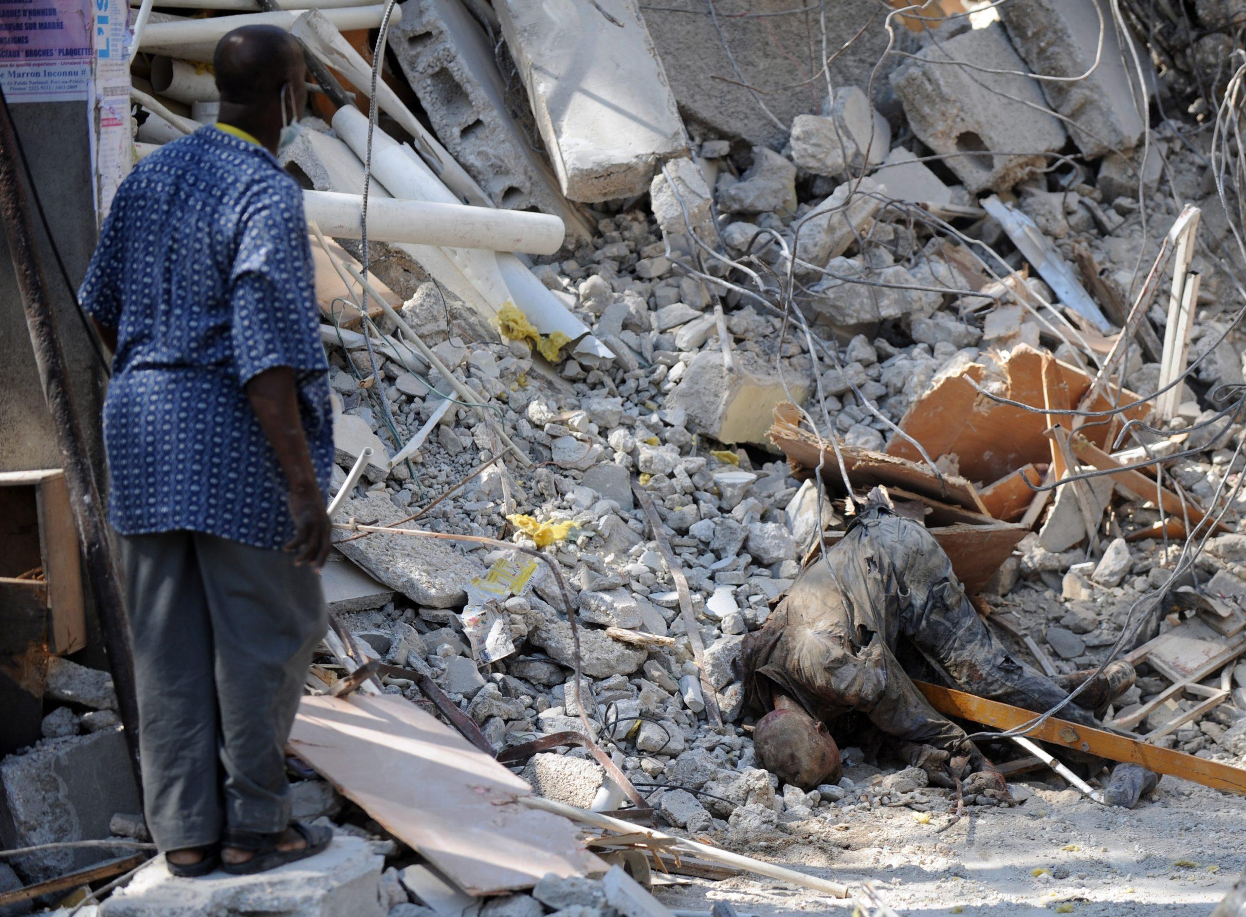 Aumenta a 227 el número de muertos tras el terremoto