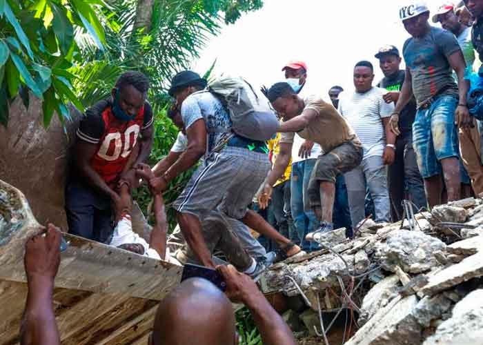 Asciende a 724 el número de muertos por el terremoto en Haití