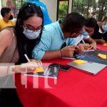 Jóvenes participan en Hackathon