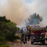 Bomberos luchan contra los incendios en Francia