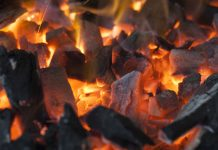 Foto: ¿Cocinar con carbón o leña? con este tenés más probabilidades de ceguera / Referencia
