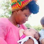 Mamá estalla al sufrir racismo por el color de piel de ella y su hija