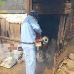 Trabajo de brigadistas de salud con la fumigación en barrios de Managua