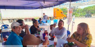 Familias acudieron a degustar de la variedad de mariscos en la Feria del Mar