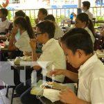 Merienda escolar en un colegio de Managua