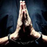 Supuesto sacerdote arrestado por cometer delito