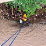 Honduras: Bomberos rescatan a mujer arrastrada por río Humuya