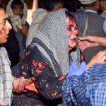 Mujeres heridas llegan a un hospital después de dos explosiones