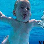 """El bebé de """"Nevermind"""" demanda a Nirvana por pornografía infantil"""