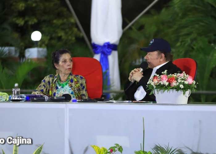 Acto del 41 Aniversario de la Fuerza Naval, presidido por el Comandante Daniel Ortega