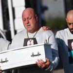 Reino Unido: Padre despide desconsolado a su bebé, asesinado por su madre