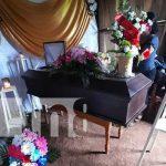 Cuerpo de niña que murió por una serpiente siendo velada en Chontales