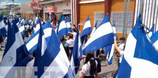 Desfile escolar en honor a las Fiestas Patrias