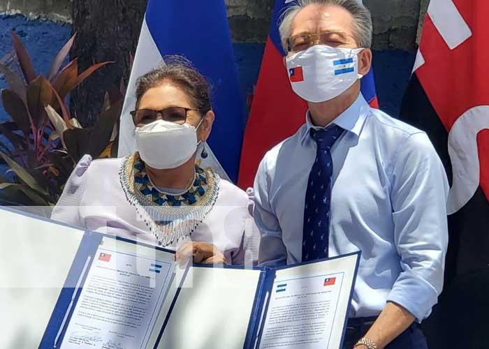 Acto de entrega de desembolso por parte de Taiwán para la educación en Nicaragua