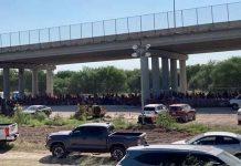 Inhumano: Cientos de migrantes bajo un puente en Texas